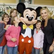 Laurence Ferrari radieuse avec Mickey pour offrir la féérie Disney aux enfants !