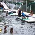 Les anges pendant leur rencontre avec les dauphins dans les Anges de la télé-réalité 2 : Miami Dreams, sur NRJ 12 le 21 juin 2011.
