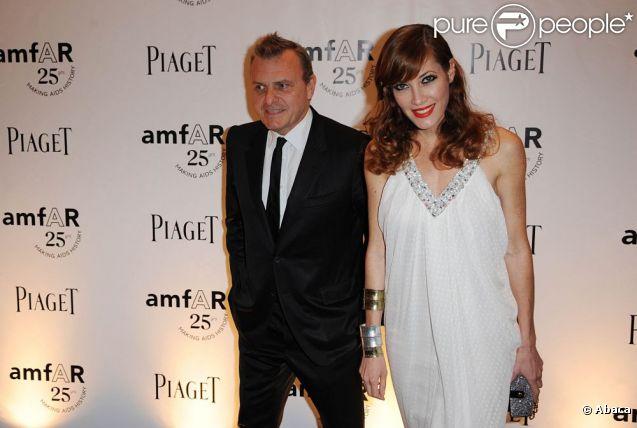 Jean-Charles de Castelbajac et Mareva Galanter lors d'un dîner de l'amfAR à Paris au Pavillon Gabriel le 23 juin 2011
