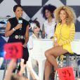 Beyoncé en plein Central Park pour  Good Morning America , le 1er juillet 2011. ICi avec l'animatrice Robin Roberts.