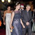 La princesse Caroline de Hanovre sur le tapis rouge du dîner en l'honneur des jeunes mariés Albert et Charlène sur la terrasse éphémère du Casino de Monte-Carlo.   Après le festival des têtes couronnées sur le tapis rouge du Palais princier, le prince Albert et la princesse Charlene étaient gratifiés par leurs convives royaux d'un véritable feu d'artifice d'élégance pour le dîner donné sur les terrasses du Casino de Monte-Carlo, le 2 juillet 2011 au soir.
