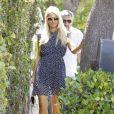 Samedi 2 juillet, Paris Hilton se rend chez des amies, avant d'aller à la plage, à Malibu, en leur compagnie.