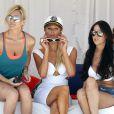 Samedi 2 juillet, Paris Hilton se rend à la plage, à Malibu, entourée de quelques amies.