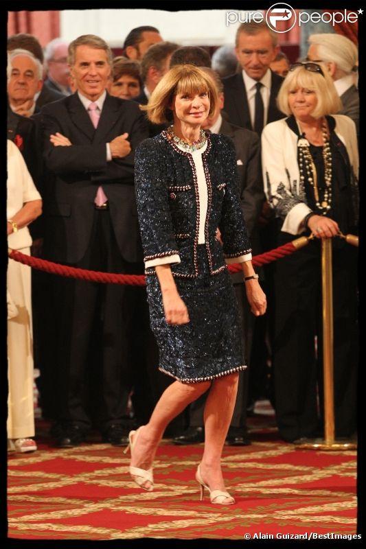 Anna Wintour, très fière, a été décorée par le président Nicolas Sarkozy. Elle vient d'être faire Chevalier de la Légion d'honneur. La cérémonie a eu lieu à L'Elysée le 6 juillet 2011.