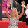 Jennifer Aniston dépose ses empreintes dans le ciment d'Hollywood le 7 juillet 2011