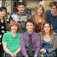 L'équipe de Harry Potter et la Coupe de feu est réunie, avec Stanislav Lanevski, Clemence Poesy, Rupert Grint, Emma Watson, Daniel Radcliffe, Katie Leung et Robert Pattinson (2005)