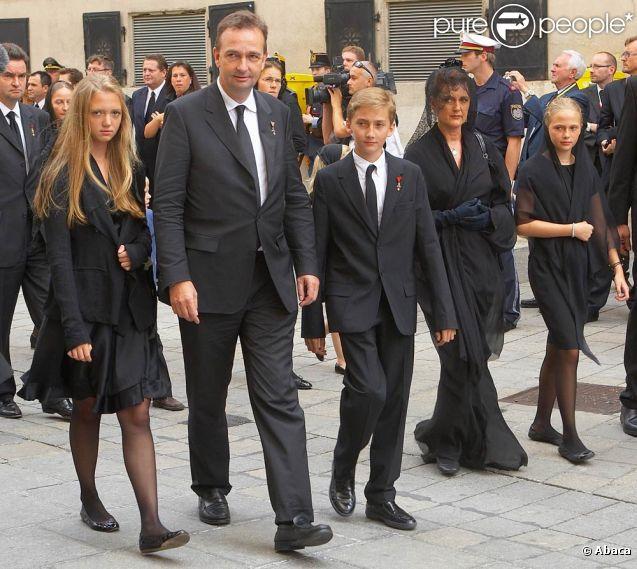 L'archiduc Karl d'Auriche avec sa femme Francesca et leurs enfants, à Vienne samedi 16 juillet 2011, pour les funérailles européennes de l'archiduc Otto de Habsbourg-Lorraine, décédé le 4 juillet.