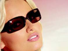Adriana Karembeu se lance dans les lunettes de soleil...