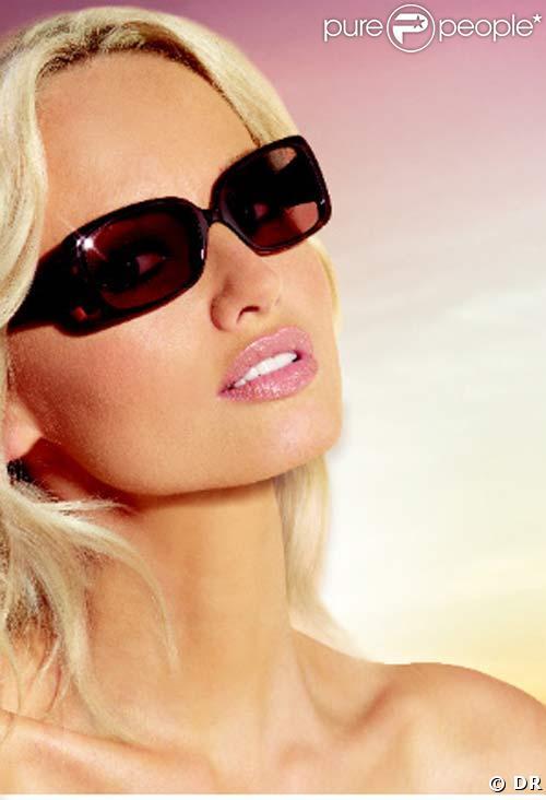 3f6da625625 Adriana Karembeu se lance dans les lunettes de soleil... - Purepeople