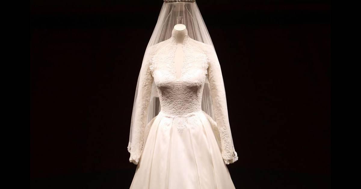 La robe de mari e de kate middleton expos e buckingham for Code de robe de mariage de palais de justice