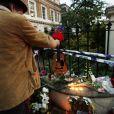 Les fans rendent hommage à Amy Winehouse, morte le 23 juillet 2011, devant son appartement de Camden Town à Londres