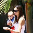 Miranda Kerr et son adorable bébé le 14 juillet pour visiter une amie.