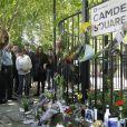 A Camden Square le 25 juillet, devant l'appartement d'Amy Winehouse où a été retrouvé son corps sans vie samedi 23 juillet 2011, les témoignages de chagrin se multiplient.