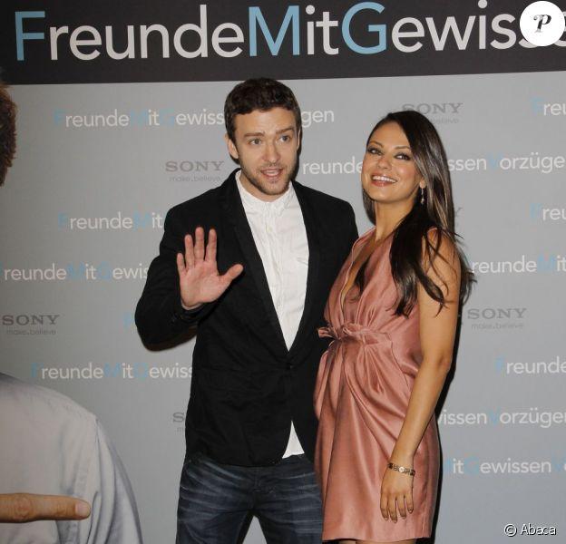 Justin Timberlake et Mila Kunis, un couple si ravissant, lors du photocall de Sexe entre amis à Berlin en Allemagne le 29 juillet 2011
