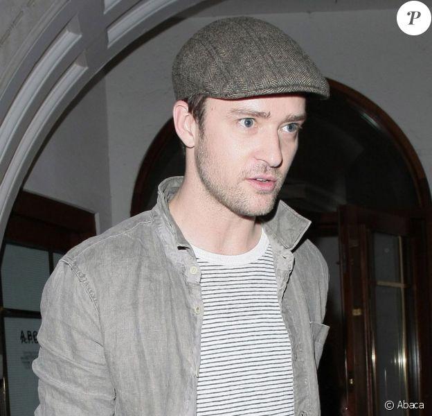 Justin Timberlake sortant du restaurant avec sa partenaire à l'écran (et plus?) Mila Kunis. Le 2 août 2011 à Londres