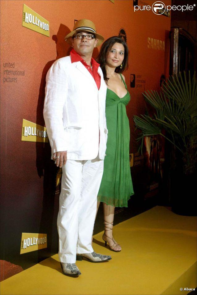 Eduardo Cruz (père) et sa compagne Carmen Moreno, à Madrid, le 13 avril 2005.