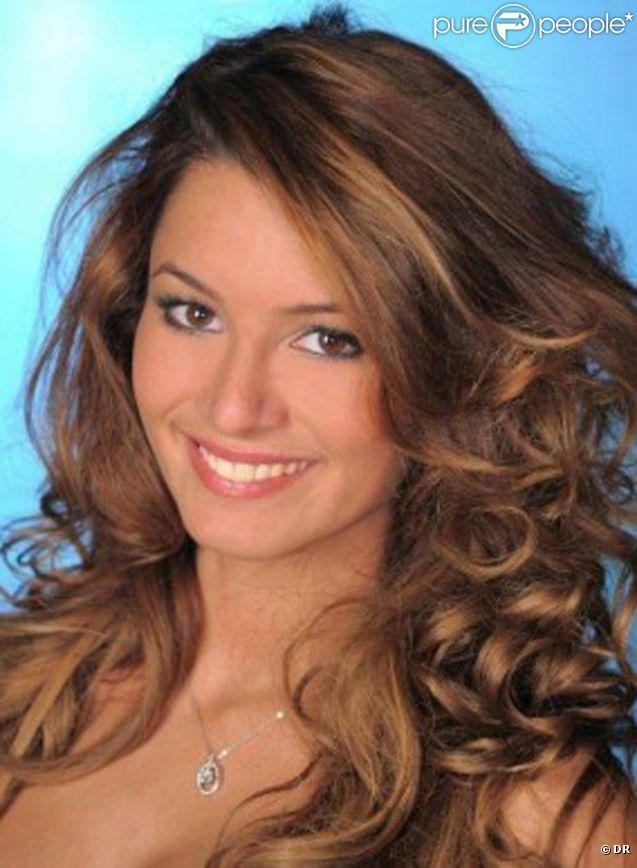 Seulement 4 mois après son mariage avec le footballeur Önder Turaci, la Miss Bruxelles Ayse Ozdemir, 19 ans, demande le divorce et raconte avoir été battu par son compagnon.