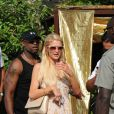 Paris Hilton sort du Nikki Beach. Août 2011