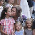 La reine Sofia embrasse ses petites-filles, à Majorque. 7 Août 2011
