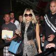 La chanteuse des Black Eyed Peas, très habillée et surtout accessoirisée pour se rendre à l'aéroport. Los Angeles, le 18 juin 2011.