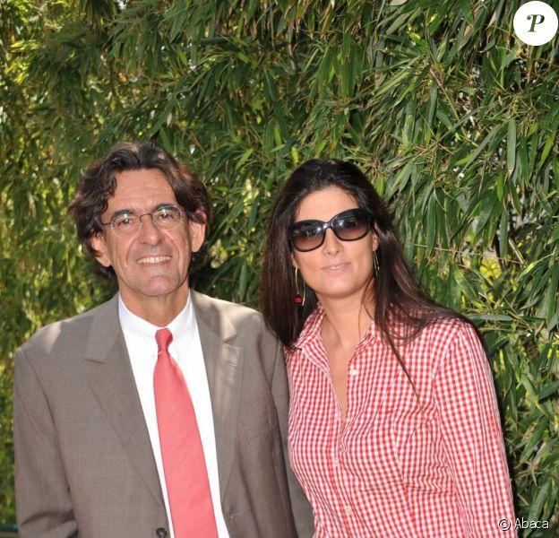 Luc Ferry et son épouse Marie-Caroline en mai 2011.