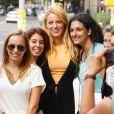 Blake Lively a pris le temps de poser avec ses fans sur le tournage de Gossip Girl le 10 août 2011 à New York