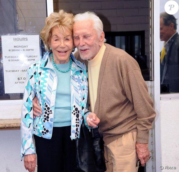 Kirk Douglas et sa femme Anne déjeunent à Beverly Hills le 10 août 2011