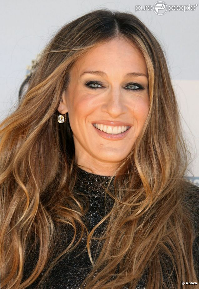 Sarah jessica parker met l 39 accent sur ses splendides yeux bleu vert pour un effet ravissant la - Actrice yeux bleus ...