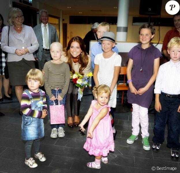 La princesse Madeleine de Suède en visite à l'hôpital d'Umea en tant que représentante de la fondation My Big Day, le 23 août 2011.