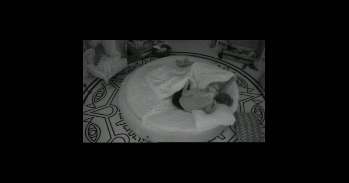 sabrina rejoint geoffrey dans son lit dans secret story 5. Black Bedroom Furniture Sets. Home Design Ideas