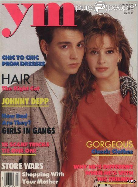Johnny Depp, à 24 ans, prend la pose pour une de ses toutes premières couvertures de magazine.  YM , mars 1988.