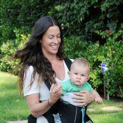 Alanis Morissette : Une maman kangourou et son poupon qui irradient de bonheur