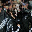 Les supporters néo-zélandais attendent avec impatience le sacre annoncé de leur équipe et affiche un soutient inconditionnel à leurs joueurs en s'habillant intégralement de noir