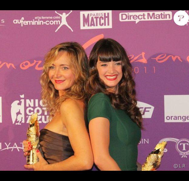 Julie Ferrier et Charlotte Le Bon lors de la 19e cérémonie des Femmes en or, le 17 septembre 2011, à Nice.