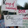Les associations féministes manifestent devant le siège de TF1 pendant l'interview de Dominique Strauss-Kahn au 20 heures de Claire Chazal, à Paris, le 18 septembre 2011.