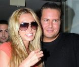 Petra Ecclestone sort du restaurant Baldi avec son mari James Stunt et quelques amis à Los Angeles le 20 septembre 2011