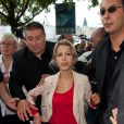 """""""Tristane Banon et plusieurs associations féministes manifestent place du Châtelet à Paris pour que la parole des femmes soit mieux entendue, le 24 septembre 2011."""""""