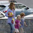 Julia Roberts avec ses jumeaux Hazel et Phinnaeus à Los Angeles, le 14 septembre 2011