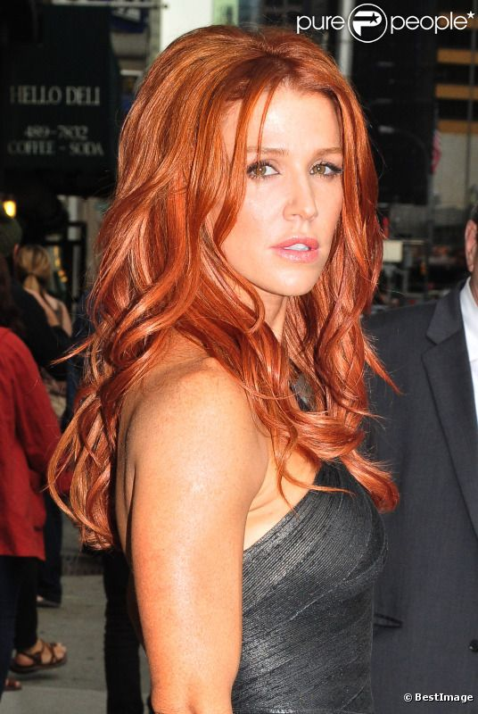 poppy montgomery se mue en rousse sexy purepeople. Black Bedroom Furniture Sets. Home Design Ideas