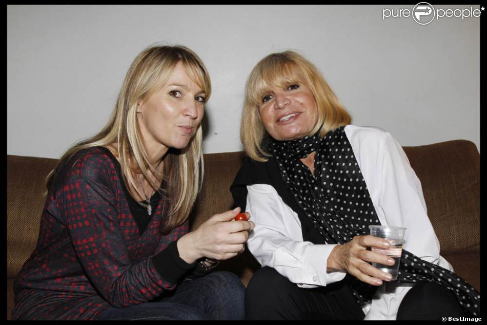 Bien connu Katia et Seda Aznavour en coulisse. Charles Aznavour, mercredi 28  HV67