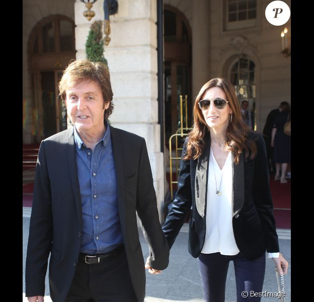 Paul McCartney et sa compagne Nancy Shevell sortant de leur hôtel  à Paris le 3 septembre 2011