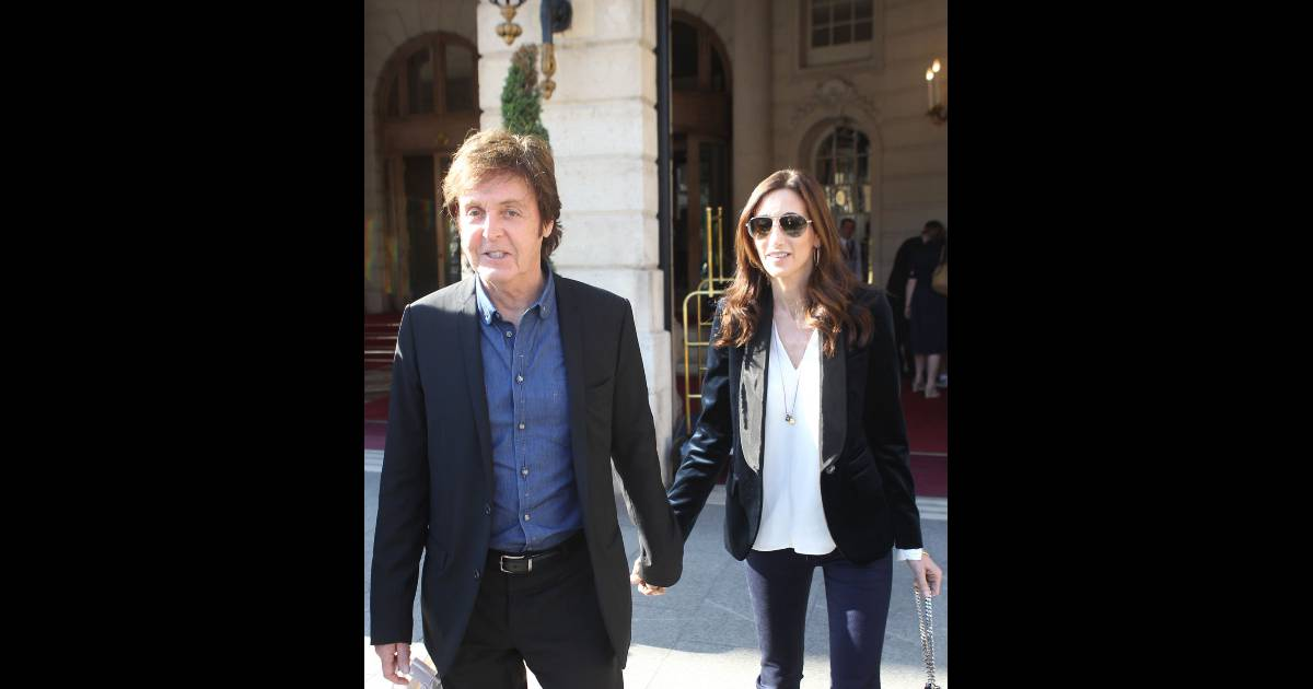 paul mccartney et sa compagne nancy shevell sortant de leur h tel paris le 3 septembre 2011. Black Bedroom Furniture Sets. Home Design Ideas