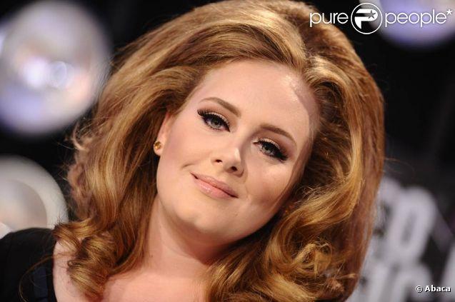 Adele lors des MTV Video Music Awards à Los Angeles, le 28 août 2011. En octobre, la chanteuse anglaise a dû annuler sa tournée aux Etats-Unis en raison d'une hémorragie des cordes vocales.