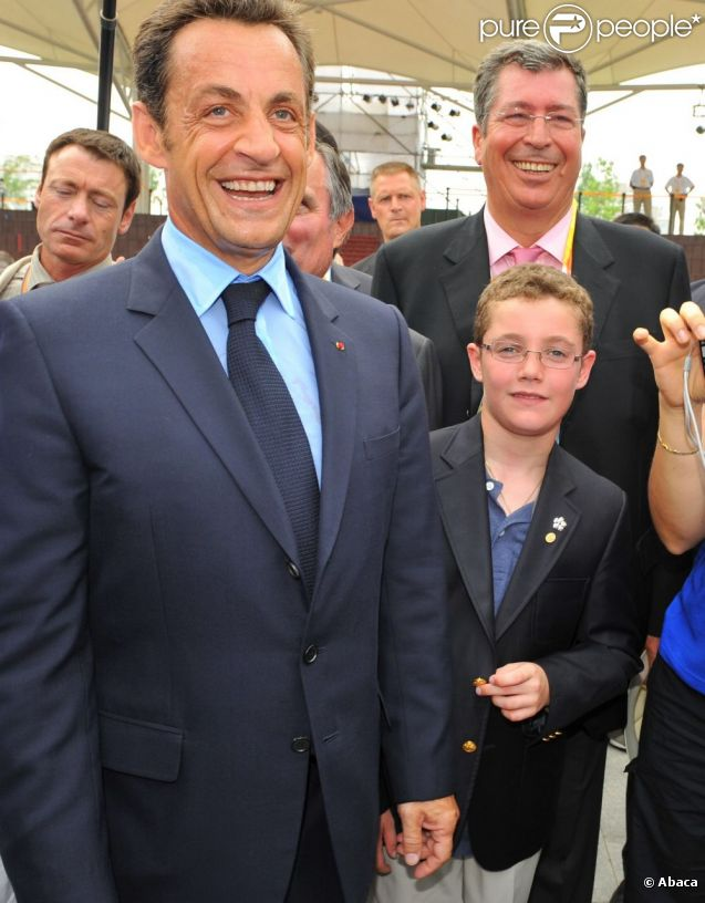 Louis Sarkozy et son papa Nicolas Sarkozy en 2008.