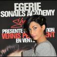 Sheryfa Luna, visiblement très heureuse, assiste au Salon de la Beauté, à Paris, dimanche 9 octobre 2011.