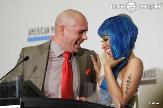 Nicki Minaj et Pitbull annoncent les nominations des 39e American Music Awards à Los Angeles, le 12 octobre 2011.