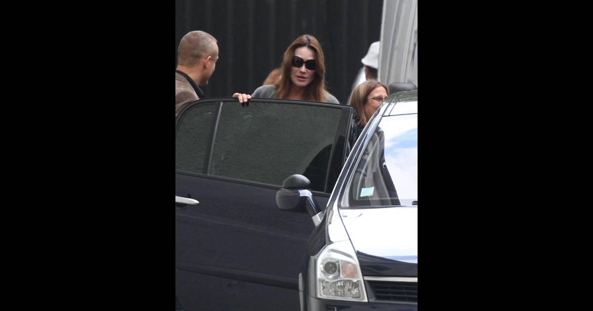Carla bruni toujours enceinte elle s 39 offre une vir e shopping parisienne - Magasin natalys paris ...