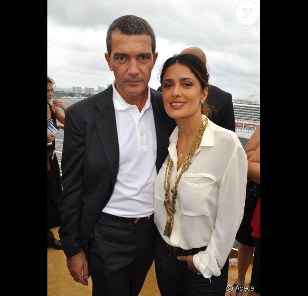 Un couple très glamour : Salma Hayek et Antonio Banderas à Fort Lauderdale, le 16 octobre 2011, pour l'avant-première du Chat Potté.