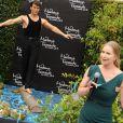 Lisa Swayze découvre la statue de cire de son défunt mari Patrick Swayze, au musée de Madame Tussauds de Hollywood, le 18 octobre 2011