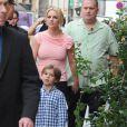 Britney Spears et son fils, en famille dans les rues de Paris le 4 octobre 2011